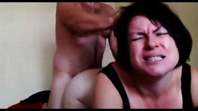 सींग का बना युगल एक बड़े बिस्तर पर भावुक सेक्स है इंग्लिश मूवी फिल्म सेक्स
