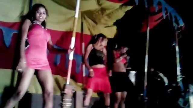 लाल बालों सेक्सी इंग्लिश मूवी वीडियो वाली खूबसूरत लड़की खुद चूत को सहलाती है