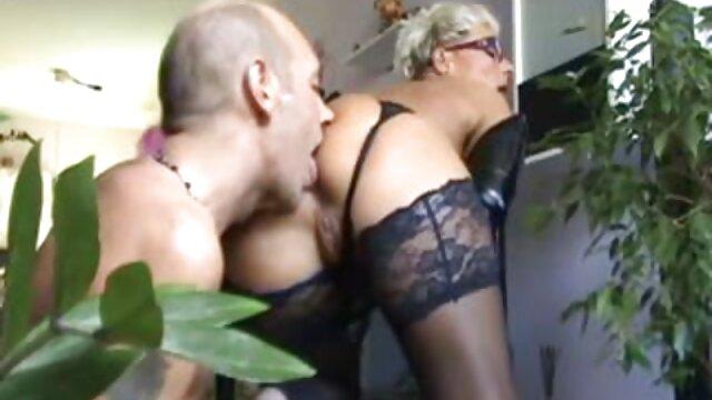 हॉट क्लाउडिया पत्थरों के बीच में सेक्स मूवी इंग्लिश सेक्स मूवी हस्तमैथुन करता है