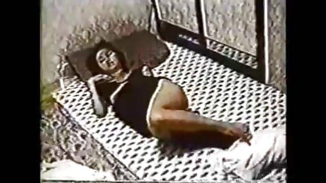 डोमिनट्रिक्स घर पर इंग्लिश सेक्सी मूवी वीडियो में एक महान बकवास है