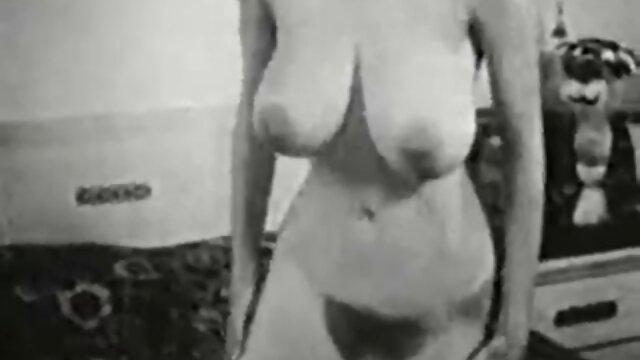 कामुक पुरुष अंडरवियर के बिना चलने के इंग्लिश की सेक्सी मूवी एक गर्मियों के प्रेमी का अनुसरण करता है