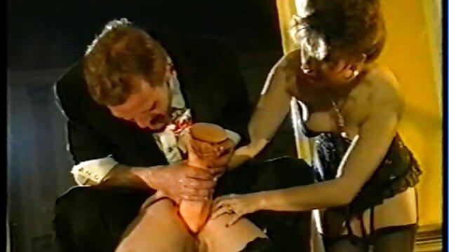 संकलन इंग्लिश सेक्सी पिक्चर फुल मूवी में पुरानी महिलाएं गीली दरारें दिखाती हैं