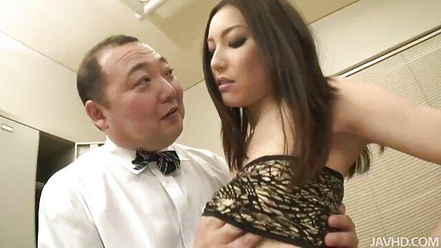 मौली की इंग्लिश मूवी वीडियो में सेक्सी चौकी