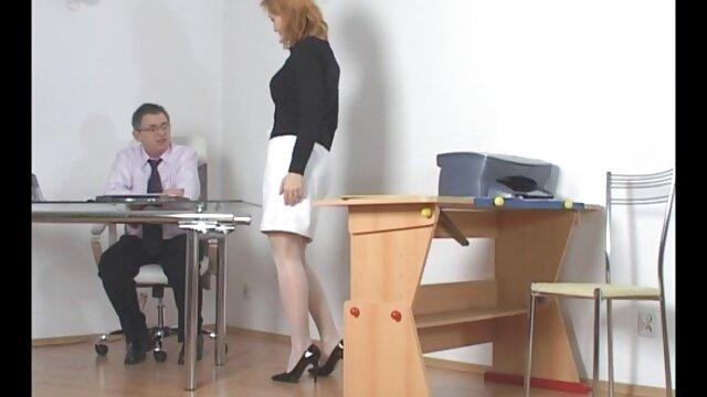 ग्लैमर गर्ल ने एक आदमी सेक्सी मूवी हिंदी इंग्लिश को एक अच्छा blowjob दिया