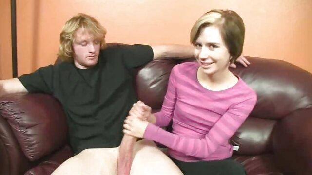 रूसी जोड़े सेक्सी फुल मूवी इंग्लिश ने भावुक होकर सोफे पर कमबख्त