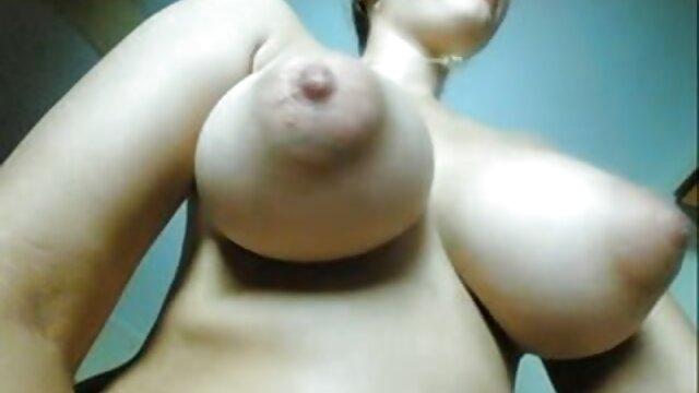 बस्टी फुल इंग्लिश मूवी सेक्सी ब्यूटी लेस्बियन फेस पर बैठती हैं