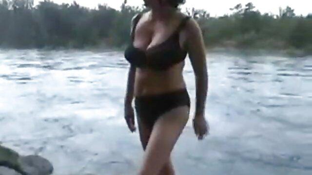 छोटे स्तन इंग्लिश फिल्म मूवी सेक्सी वाली लड़की ने कोर्सेट खरीदने का फैसला किया