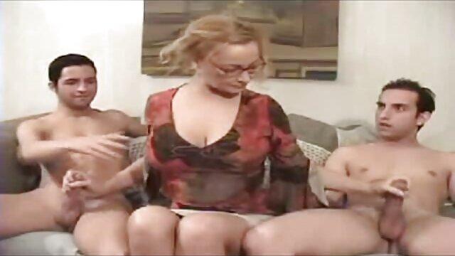 लाल बालों वाले लेस्बियन ने अपने दोस्त कोनी इंग्लिश वीडियो सेक्सी मूवी को बनाया