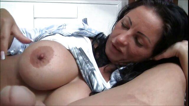 माँ ने अपने बेटे को डाँटा और इंग्लिश मूवी वीडियो में सेक्सी उसे डाँटा