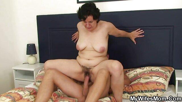जूते की फिटिंग के दौरान फीतों सेक्सी इंग्लिश वीडियो मूवी के लिए बुत द्वारा बंधे हुए वसा