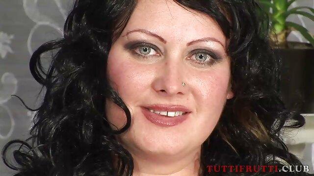 एक दोस्त के साथ सेक्स लड़की बहुत इंग्लिश की सेक्सी मूवी खुशी लाता है