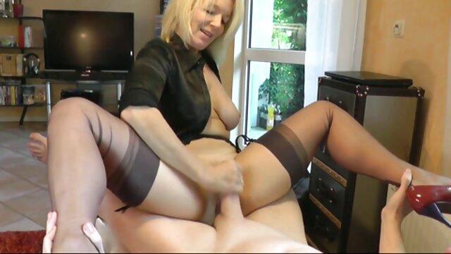 केटी समर्स ने अपनी चूत को खोला और इंग्लिश सेक्सी मूवी दिखाओ उसे छू लिया