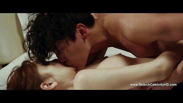 Cassie ने सेक्सी बीएफ इंग्लिश फिल्म अपने मुँह में एक फालूस लिया और 1 व्यक्ति से चूसा
